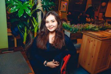 Фото в «Альберто бар» в Алматы, 8 марта 2018